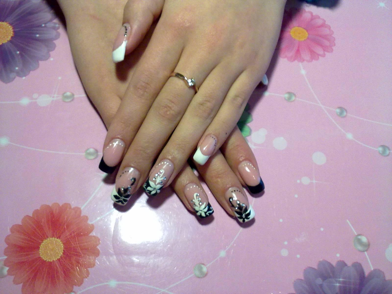 Нарощенные ногти чёрный френч